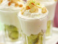 Kiwi-Mandel-Becher   Kalorien: 251 Kcal - Zeit: 20 Min.   http://eatsmarter.de/rezepte/kiwi-mandel-becher