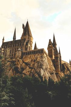 19 magical must-dos at The Wizarding World of Harry Potter Magia Harry Potter, Arte Do Harry Potter, Harry Potter Tumblr, Harry Potter Pictures, Harry Potter Theme, Harry Potter World, Harry Potter Hogwarts, Harry Potter Castle, Harry Potter Houses