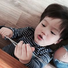 I only know a little bit of words.Kai, is my dad. Pretty Kids, Cute Kids, Cute Babies, Baby Kids, Korean Babies, Asian Babies, Kids Kiss, Ulzzang Kids, Baby Carriage