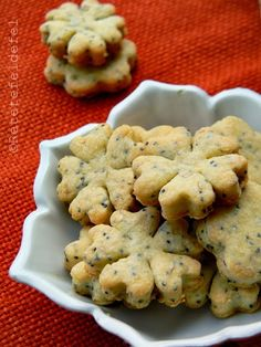 BISCUITI CU PARMEZAN,SEMINTE DE MAC SI SUSAN | Baby Food Recipes, Cookie Recipes, Tapas, Cooking App, Good Food, Yummy Food, Biscotti Recipe, Romanian Food, Pastry And Bakery