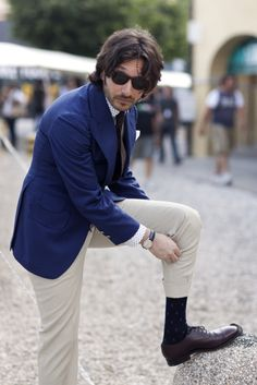 and as it turns out one can rock the blue blazer/chinos thing if one isn't a total idiot about it (i'm looking at you, all ivy league mbas ever)