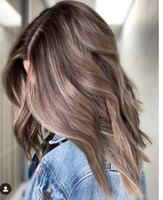 Long Wavy Ash-Brown Balayage - 20 Light Brown Hair Color Ideas for Your New Look - The Trending Hairstyle Brown Hair Balayage, Brown Blonde Hair, Light Brown Hair, Hair Color Balayage, Brunette Hair, Black Hair, Warm Blonde, Balayage Highlights, Light Hair