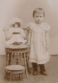CDV: Cute LITTLE GIRL with nice DOLL & FURNITURE; Silesia, c. 1900