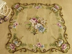 This Pin was discovered by Ülk Beaded Embroidery, Hand Embroidery, Embroidery Designs, Cross Stitch Charts, Cross Stitch Patterns, Decorative Borders, Bargello, Flower Patterns, Needlepoint