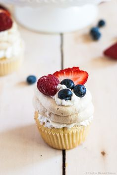 Pavlova cupcakes - a sweet mashup of two classic summery desserts