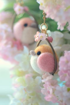 Bird in a hoop. Needle Felted Animals, Felt Animals, Diy Arts And Crafts, Felt Crafts, Needle Felting Tutorials, Felt Fairy, Felt Birds, Button Art, Felt Toys