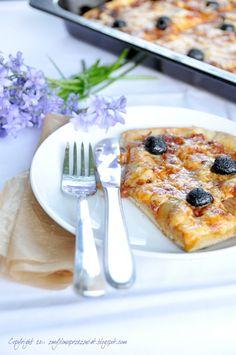 Sfincione. Zachwycająca w swej prostocie, klasyczna pizza z Sycylii.