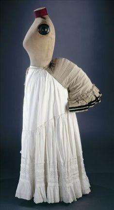 Don de madame Marie-José Lepicard. Vers 1885 Toile de coton, laine et ruban de velours bleu. GAL1994.124.1 Palais Galliera, musée de la Mode...