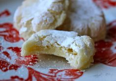 beurrista: ricciarelli — italian almond cookies (tried this with almond flour. Next time add the zest) Cookie Desserts, Just Desserts, Cookie Recipes, Delicious Desserts, Dessert Recipes, Cookie Table, Gf Recipes, Almond Recipes, Yummy Food