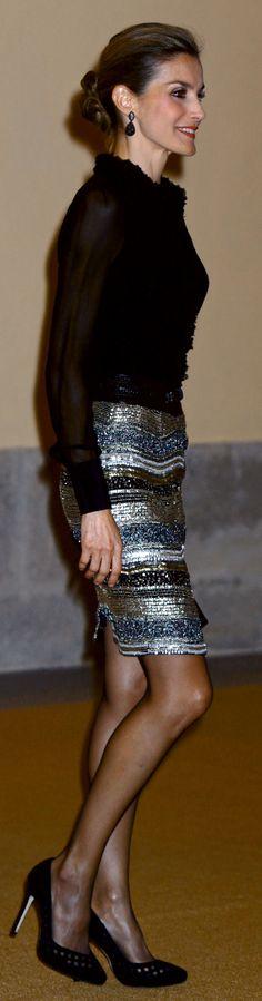 Letizia recurrió a la falda de paillettes de Felipe Varela y a una blusa de gasa para la recepción que ofreció a los Reyes Michelle Bachelet.
