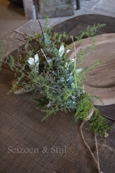 Seizoen & Stijl: Allerlei.... Table Flower Settings, Table Flowers, Diy Flowers, Nordic Christmas, Rustic Christmas, Nature Decor, Nature Crafts, Faux Plants, Indoor Plants