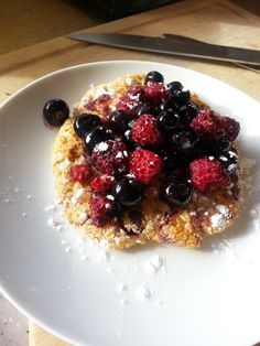 I made this post- workout Protein pancake from bits and bobs in the pantry. So easy to make and low in carb, sugar and  fat, but high in protein! 1/2 cup of oats and cream cheese, 1 egg white, 1 tsp of vanilla essence , 1tsp of baking powder, and your choice of toppings. I chose fresh berries with honey and a sprinkle of icing sugar.