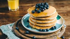 Delicious, easy to make vegan, gluten free pancakes with simple ingredients. Old fashioned pancakes free from eggs, dairy and gluten. Dairy Free Pancakes, Low Carb Pancakes, Protein Pancakes, Banana Pancakes, Fluffy Pancakes, Pancake Proteine, Coconut Protein, Whey Protein, Almond Flour Recipes