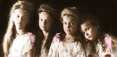 De kinderen van de Romanov familie toen ze nog jong waren.