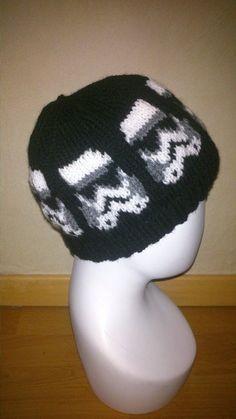 Star Wars Storm Trooper hat knitting pattern by PuceKnitting Star Wars Crochet, Knit Crochet, Crochet Hats, Loom Knitting, Baby Knitting, Knitting Patterns, Knitted Headband, Knitted Hats, Trooper Hat