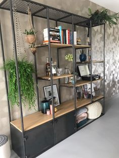Things That You Need To Know When It Comes To Industrial Decorating You can use home interior design in your home. Even with the smallest amount of experience, you can beautify your home. Diy Room Decor, Living Room Decor, Home Decor, Muebles Living, Small Living, Interior Design Living Room, New Homes, Shelves, House Design