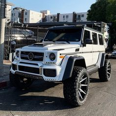 Wheels rims and color Mercedes Benz Classes, Mercedes G Wagon, Mercedes Benz G Class, G Wagon Amg, Dream Cars, Top Luxury Cars, Suv Trucks, Pretty Cars, Excursion