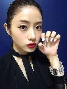 nakunta — 150723 Satomi-chan shows off Attack on Titan nail. Beautiful Japanese Girl, Japanese Beauty, Beautiful Asian Women, Life Is Beautiful, Asian Beauty, Petty Girl, Satomi Ishihara, Up Styles, Girl Face