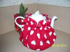 Made by Me in Red: How to Make a Totally Reversible Tea Cozy