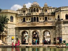 Discover India's White City up close with this complete guide including what to do, where to stay and the best places to visit in Udaipur in 2 days. 2 Days Trip, Udaipur India, Air India, Rooftop Restaurant, White City, Times Of India, Place Of Worship, India Travel, Countries Of The World