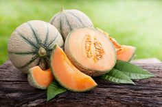 Want to know than cantaloupe are good for your health? ★ Learn about the benefits of cantaloupe, than can be harmful to the body and nutrition values. Cantaloupe Benefits, Cantaloupe And Melon, Fruit Benefits, Cantaloupe Calories, Alkaline Diet Recipes, Healthy Recipes, Acidic Foods, Healthy Foods, Best Fruits To Eat
