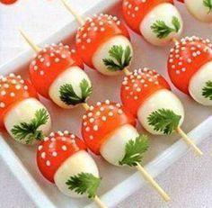A jó ízű és kreatív díszítéssel tálalt előétel meghozza a vendégek étvágyát, már akkor is, ha csak egy pillantást vetnek az ünnepi asztalra. A gyerekek[...]