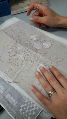 Tambour Embroidery, Embroidery Stitches, Embroidery Patterns, Needle Lace, Lace Making, Tulle Lace, Veils, Aurora, Tatting