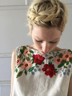 How to Crochet a Little Black Crochet Dress Elegante Abendkleider Flower Embroidery Designs, Hand Embroidery Stitches, Embroidery Dress, Embroidery Art, Embroidery On Tshirt, Embroidery On Clothes, Embroidered Clothes, Embroidery Fashion, Moda Crochet