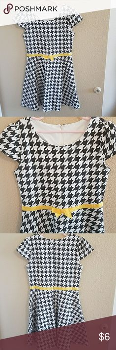 Gymboree Black & White Houndstooth Dress size 8 Adorable and in Excellent Condition Worn Once  Cute Yellow Ribbon around Waistband  Hidden Zipper down the back Gymboree Dresses