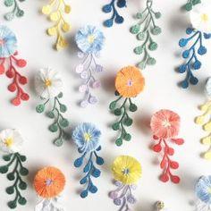 ふわふわのお花と雨粒のレースの片耳ピアスとイヤリング。 カラーリングも豊か。 Diy Crochet Rug, Form Crochet, Crochet Motif, Crochet Crafts, Felt Crafts, Crochet Bouquet, Crochet Flowers, Flower Embroidery Designs, Hand Embroidery