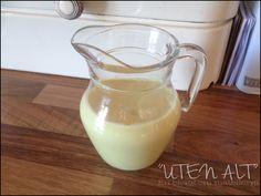 Jeg har tidligere lagt ut en god oppskrift på vaniljesaus/vaniljekrem , men den var med egg - og i og med at sønnen vår nå må holde seg bor...