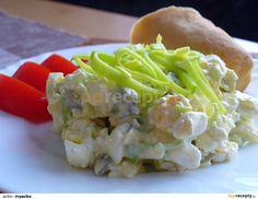 Vejce a okurky nakrájíme na kousky, pórek na slabé nudličky, přidáme sýr, hořčici a vše promícháme. Osolíme a opepříme podle chuti. Cabbage, Treats, Chicken, Vegetables, Food, Sweet Like Candy, Veggies, Veggie Food, Meals