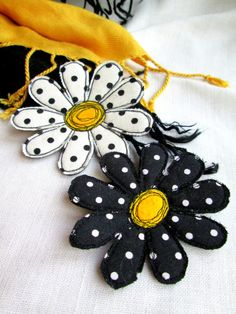 Daisy textile flowers broch pin Summer jewelry fabric flower pin Handmade flower pin Gift idea for her for women Polka dots pin Brooch set Fabric Crafts, Sewing Crafts, Sewing Projects, Handmade Flowers, Handmade Crafts, Handmade Headbands, Handmade Soaps, Handmade Rugs, Pach Aplique