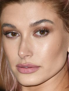 Met Gala The Best Celebrity Beauty Looks on the Red Carpet Subtle Makeup, Nude Makeup, Glam Makeup, Beauty Makeup, Hair Makeup, Celebrity Makeup Looks, Celebrity Skin, Celebrity Beauty, Selena Gomez Photoshoot