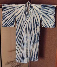 Le Shibori est une technique Japonaise de teinture à réserve par ligature sur tissu. Cette technique est également appelée tie & die. Voici une petite compilation du célèbre KIMONO Japonais tei…