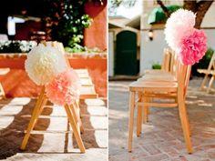 déco mariage romantique - pompons en papier de soie en blanc et rose