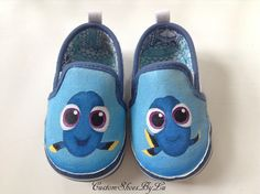 The first pair of Baby shoes I've ever painted ♥ Soooo can't wait for Finding Dory to come out over here ! Love Baby Dory already ♥ Source by luscustoms ideas painted Painted Canvas Shoes, Custom Painted Shoes, Painted Sneakers, Hand Painted Shoes, Disney Painted Shoes, Cute Baby Shoes, Baby Girl Shoes, Kid Shoes, Designer Baby Shoes