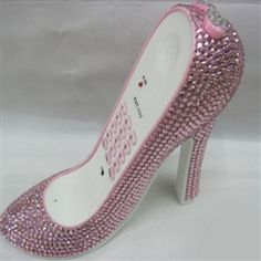 ha! love this rhinestone decorated high heel phone!