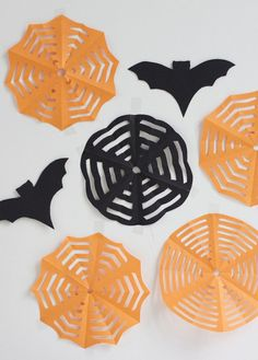 DIY: Halloween Photo Booth - we love handmade Halloween Fotos, Halloween Diy, Halloween Costumes, Partys, Our Love, Photo Booth, Diys, Crafts, Handmade
