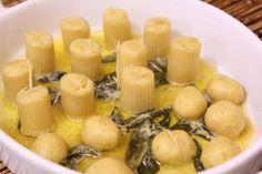 Rigatonis recheados com pasta de grão de bico