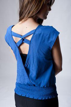 Blusa manga corta, cuello en V, strech parte inferior, espalda descubierta $255