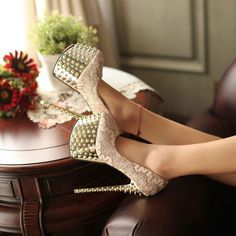 Born Shoes Deal Finder