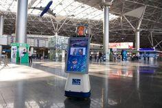 В аэропорту «Внуково» трудится сотрудник — робот Леночка