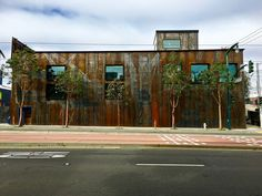https://flic.kr/p/FwxEkt | another new brewery in Dogpatch | interesting metal siding though