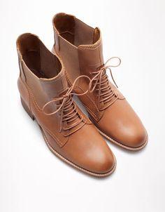 a491ab615f3d 711 meilleures images du tableau Bottines en 2019   Shoe boots ...