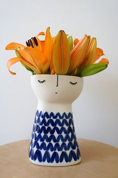 Original Miss Knitty – ceramic – stoneware – pottery – vase Ceramic Clay, Ceramic Plates, Pottery Vase, Ceramic Pottery, Vases, Sculptures Céramiques, Ceramic Figures, Pottery Designs, Clay Projects
