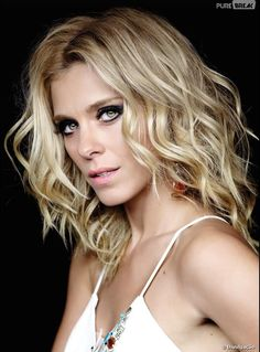 Carolina Dieckmann tem o cabelo preferido do Brasil! Loiro platinado é o hit do verão