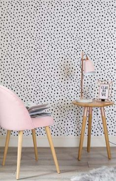Looking for cute yet stylish wallpaper designs? This black and white speckle wallpaper design is both girly and chic. Working wonderfully in modern living room spaces as well as home offices. New Living Room, Living Room Modern, My New Room, Living Room Decor, Decor Room, Wallpaper Decor, Modern Wallpaper, White Wallpaper, Wallpaper Designs