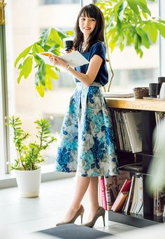 After costuming all days for work reasons, nighttimes and weekends represent about the classycasual look! Office Skirt Outfit, Skirt Outfits, Fashion Pants, Fashion Outfits, Womens Fashion, Japan Fashion, Ladies Dress Design, Modest Fashion, Feminine Fashion