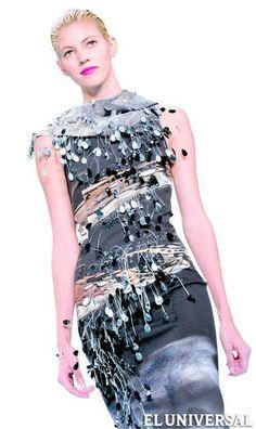 Carolina Herrera, una de las marcas más reconocidas de la Fashion Week de Nueva York por su elegancia, presentó en la pasarela esta semana su colección otoño/invierno inspirada en el agua.